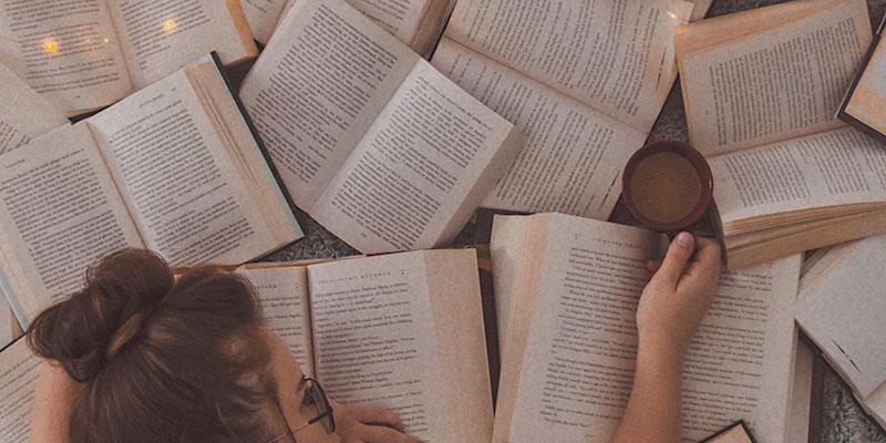 Bücher auf Boden Lesezeichen