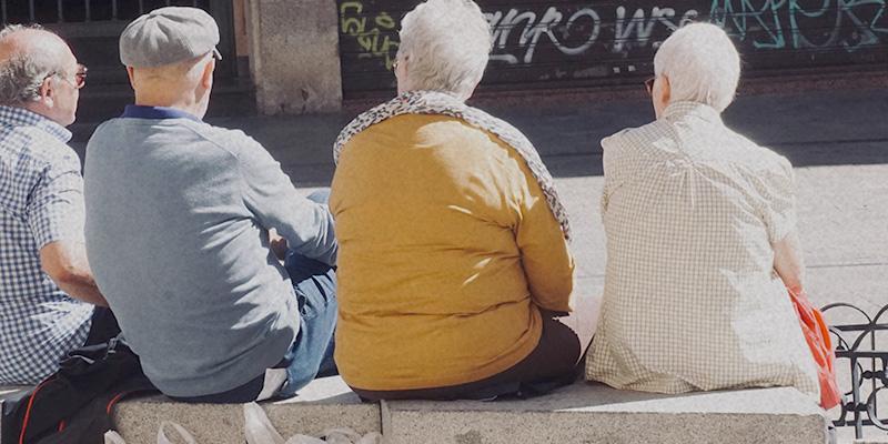 Senioren sitzen zusammen Silberne Generation